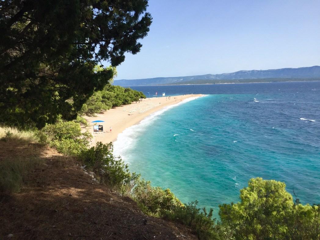 世界に誇る美しいビーチの黄金の角(ズラトニ・ラット)