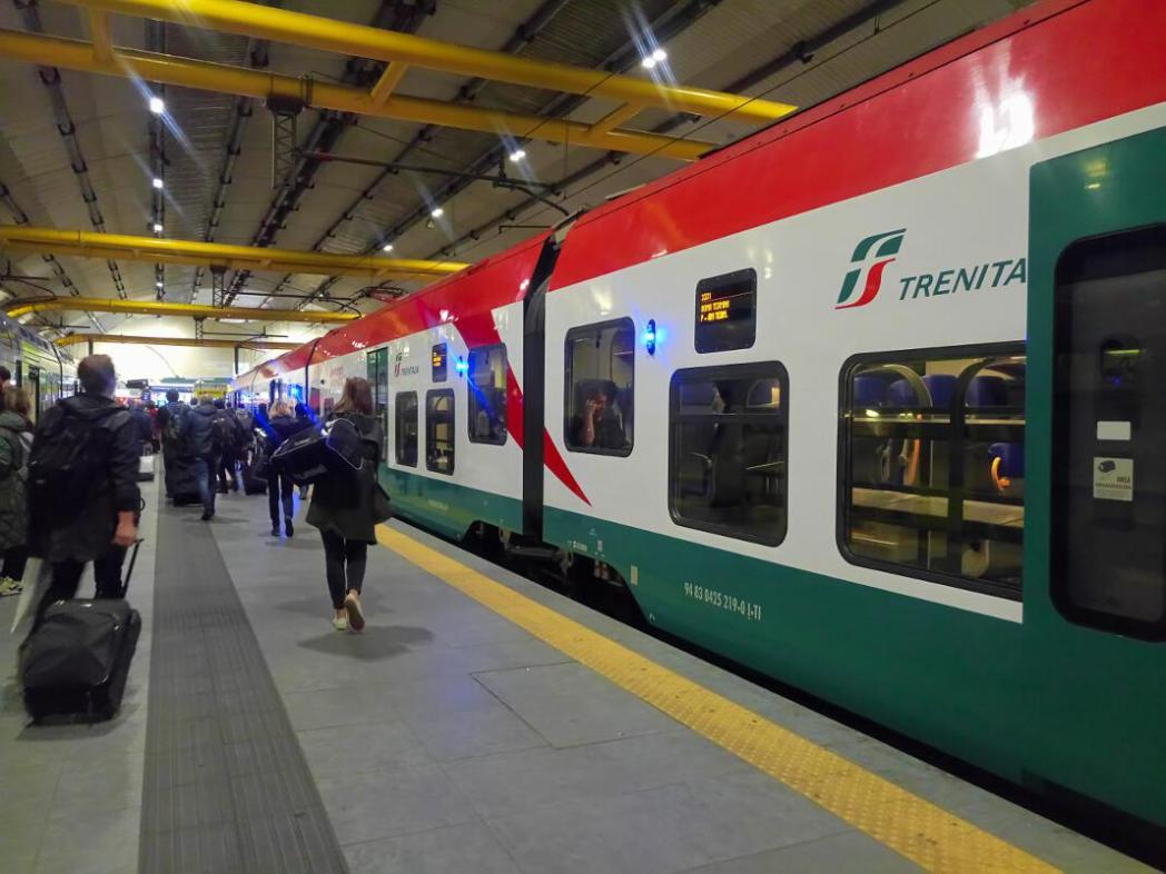 空港駅からテルミニ駅までノン・ストップの直通列車「レオナルド・エクスプレス」