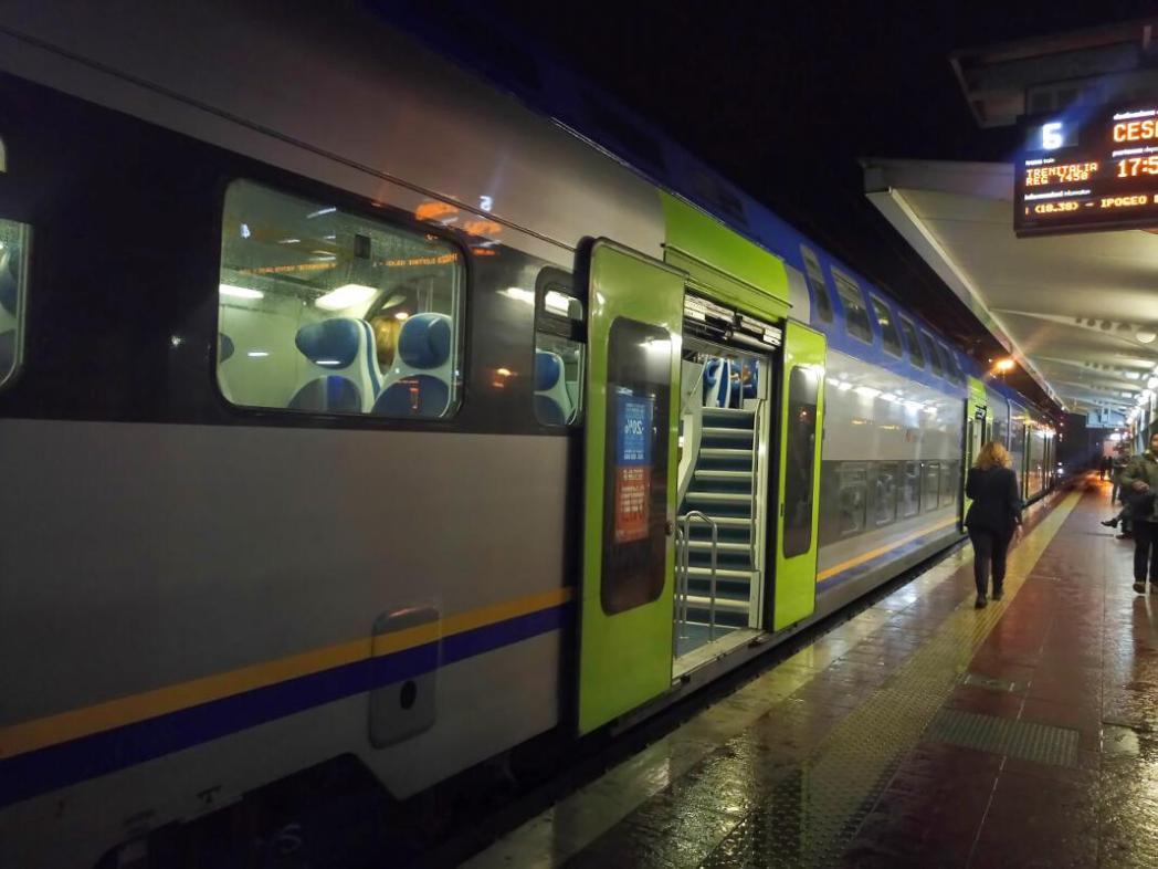 安価で市内に行くことが出来る普通列車(FL1)