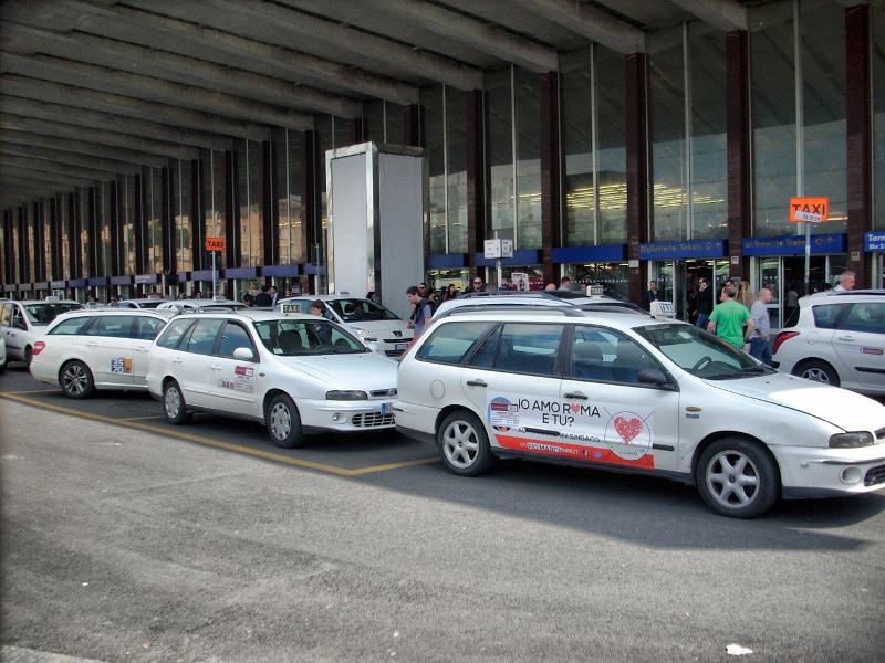 現在、空港と市内間が定額料金制のローマのタクシー