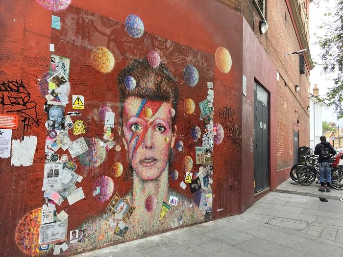 ブリクストン駅のすぐ近く 壁に描かれたデヴィッド・ボウイ氏