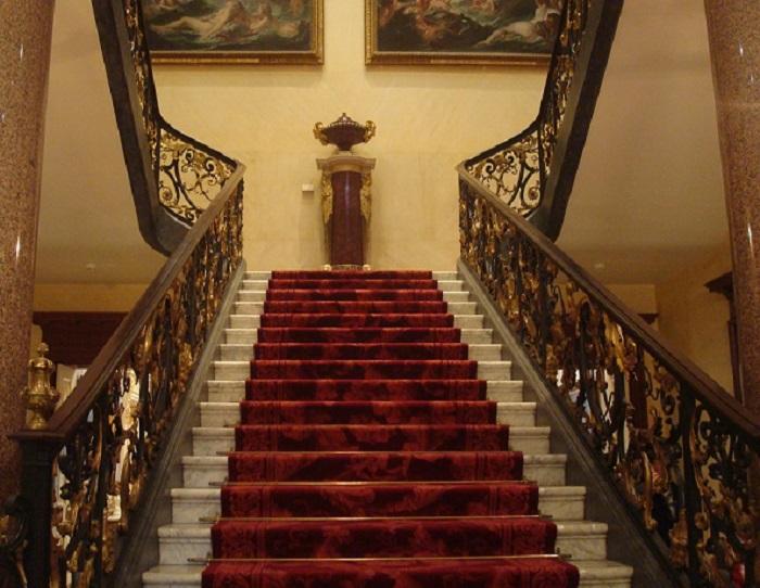 「ウォレス・コレクション」入口から続く階段