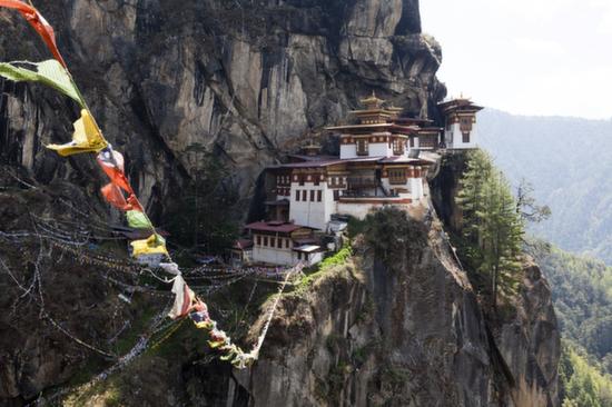 崖に建つ建物、ブータン