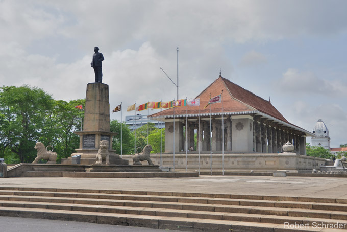 独立記念館、コロンボ