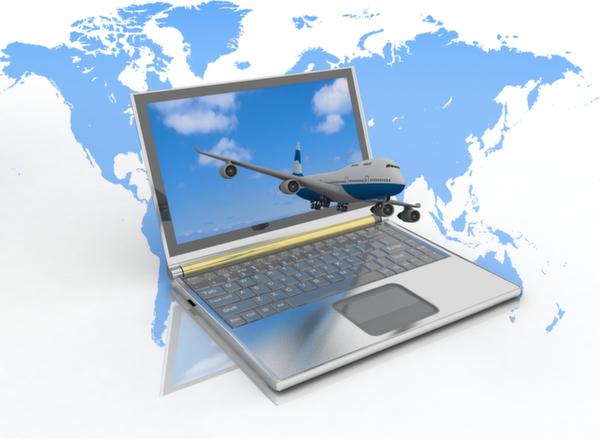 飛行機、パソコン、世界地図