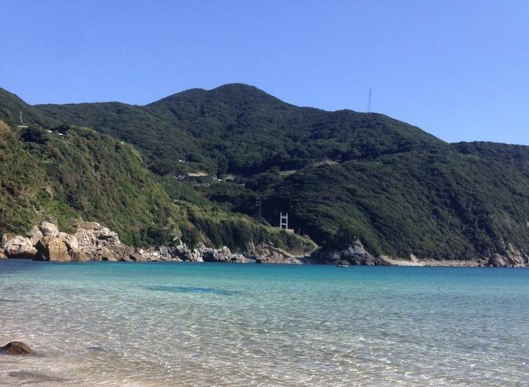 「仲知(ちゅうち)教会」周辺に広がる、透き通る海が見渡せる絶景