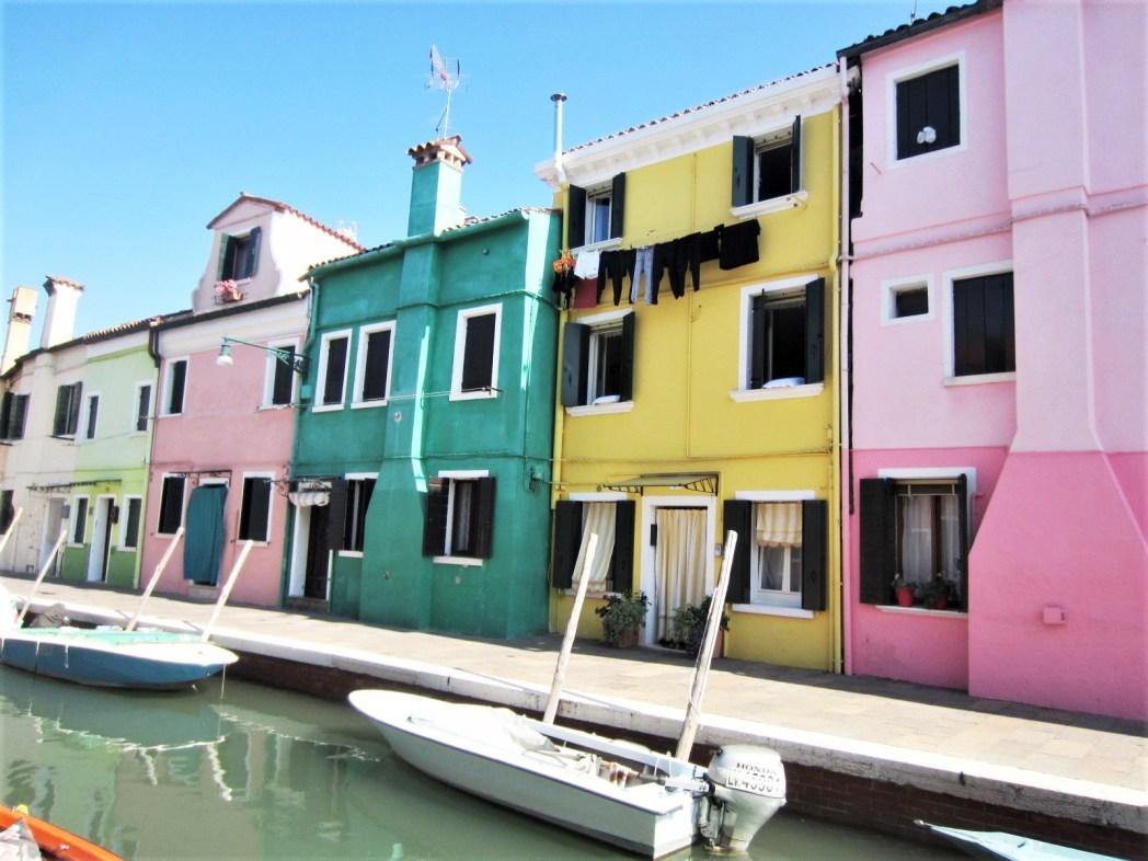 カラフルな建物がキュートなブラーノ島