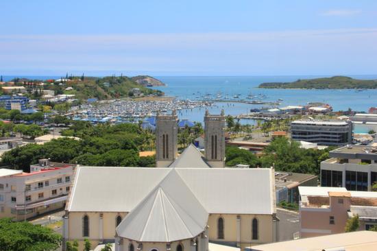 町並みと海、ニューカレドニア