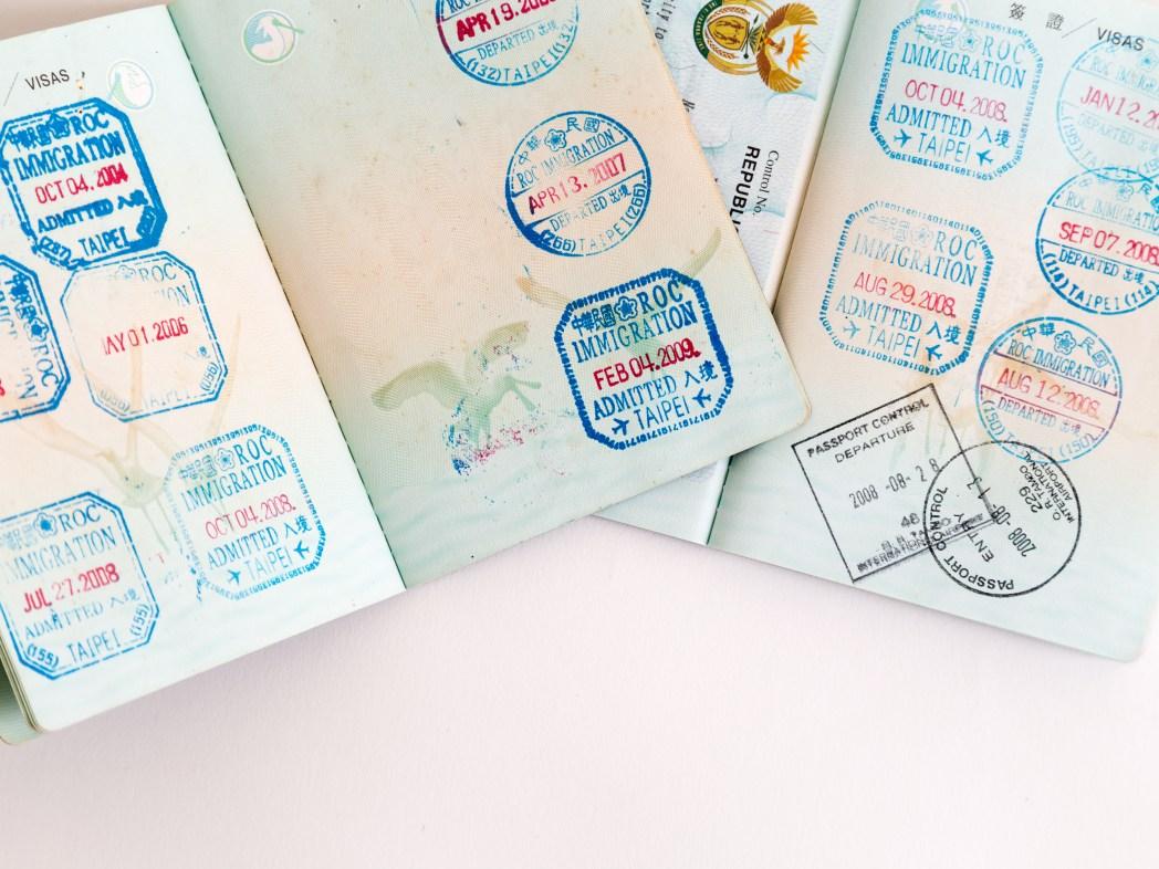 出国審査 パスポート