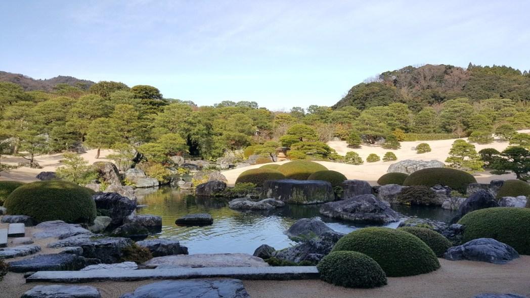 横山大観の「白沙青松」をイメージした「白砂青松庭」