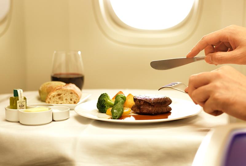 メインを肉と魚で構成するメニュー - ANAのビジネスクラス機内食