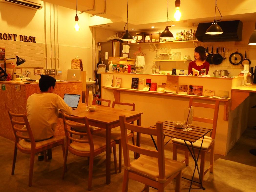 「Little Japan」の1階にあるカフェ・バーr