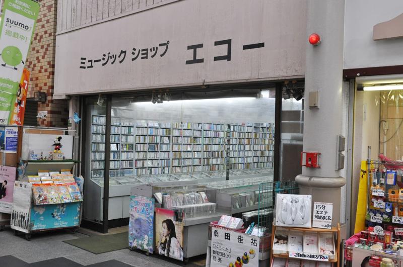 カセットテープを販売する、昔ながらのレコード店