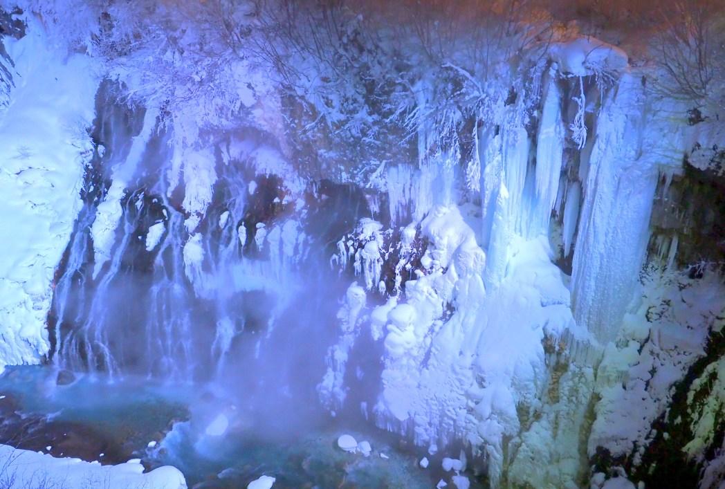 白金温泉街にある白ひげの滝