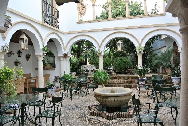 ホテル「コンキスタドール」のパティオ