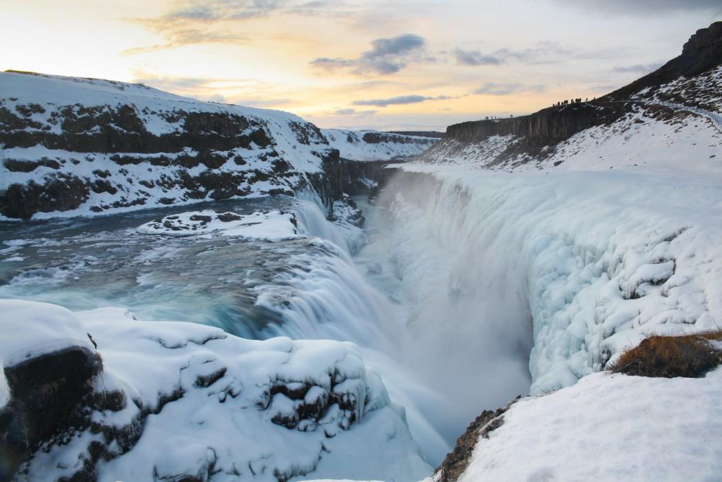 冬のグトルフス滝。ゴールデンサークル・コースの人気スポット アイスランド