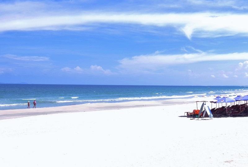 白砂と青い海が続く「ミーケビーチ」