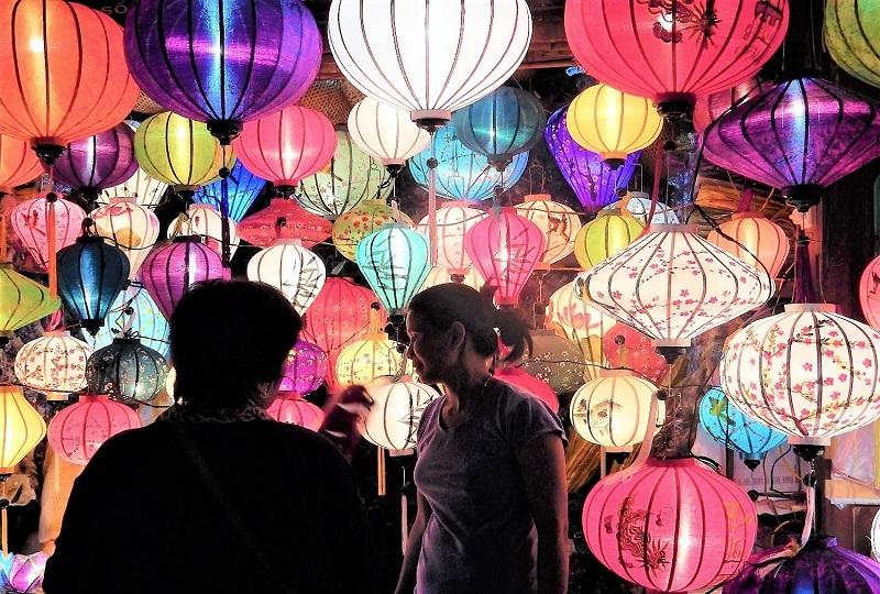 毎月、旧暦の14日に開催されるホイアンのランタン祭り