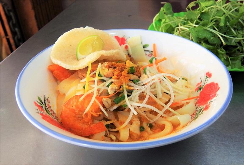 ダナンのローカル麺料理ミー・クアン