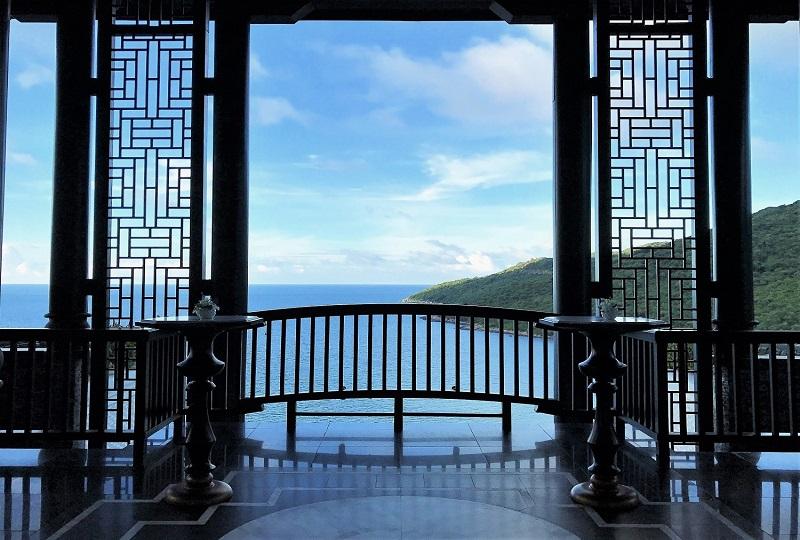 湾を見晴らす絶景が出迎える「インターコンチネンタル・ダナン・サン・ペニンシュラ・リゾート」