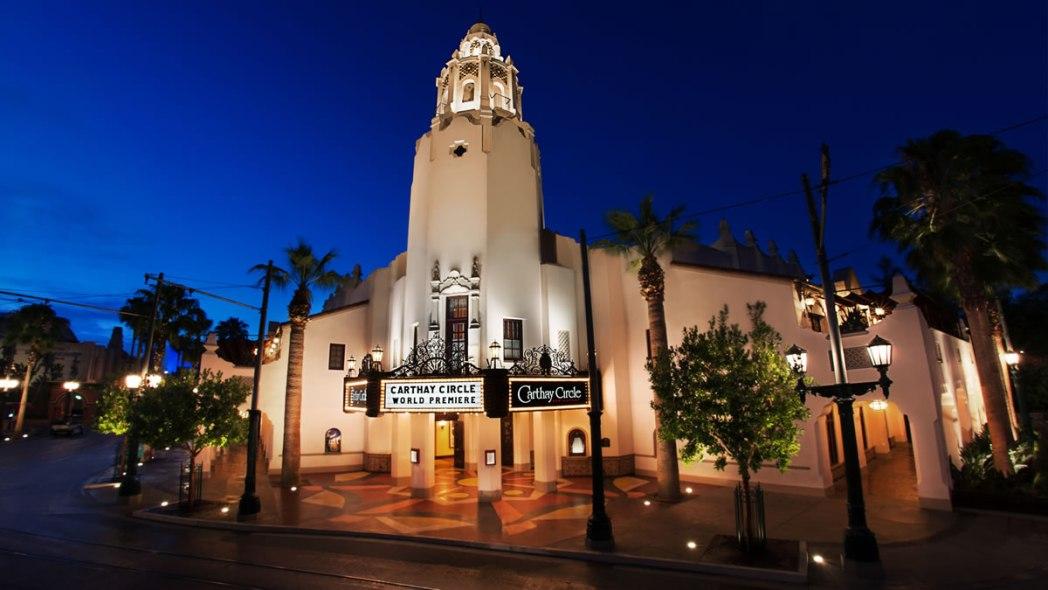 古き良きアメリカの映画館を再現したレストラン「カーセイ・サークル・シアター」