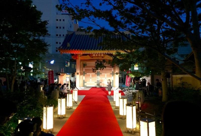 博多の新しい名所「博多千年の門」がある承天寺通り