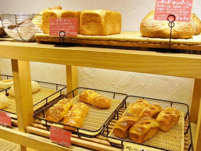 国産小麦と天然酵母、オーガニック食材を使ったパン