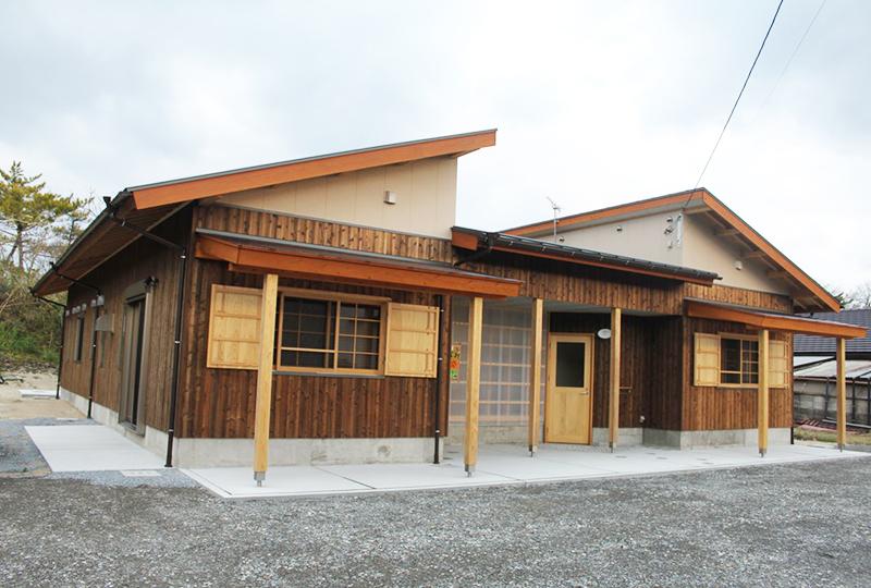 「蛤浜海水浴場」の目の前に建つゲストハウス、「五島バックパッカーズぽれ」