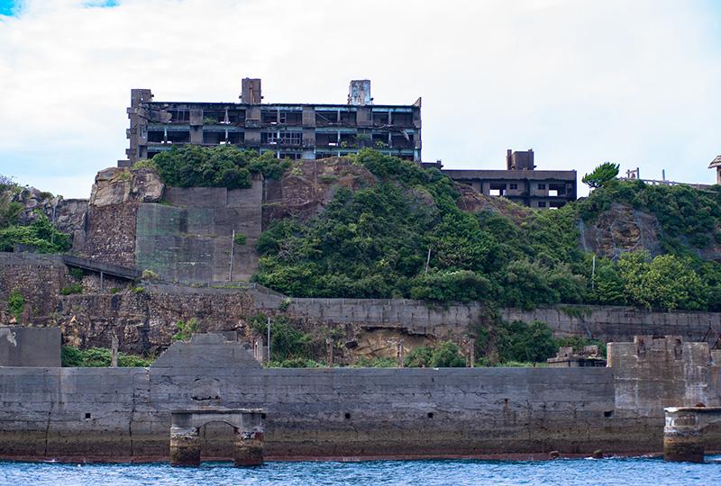 島の外観が軍艦「土佐」に似ていたことが、軍艦島と呼ばれる由来に。