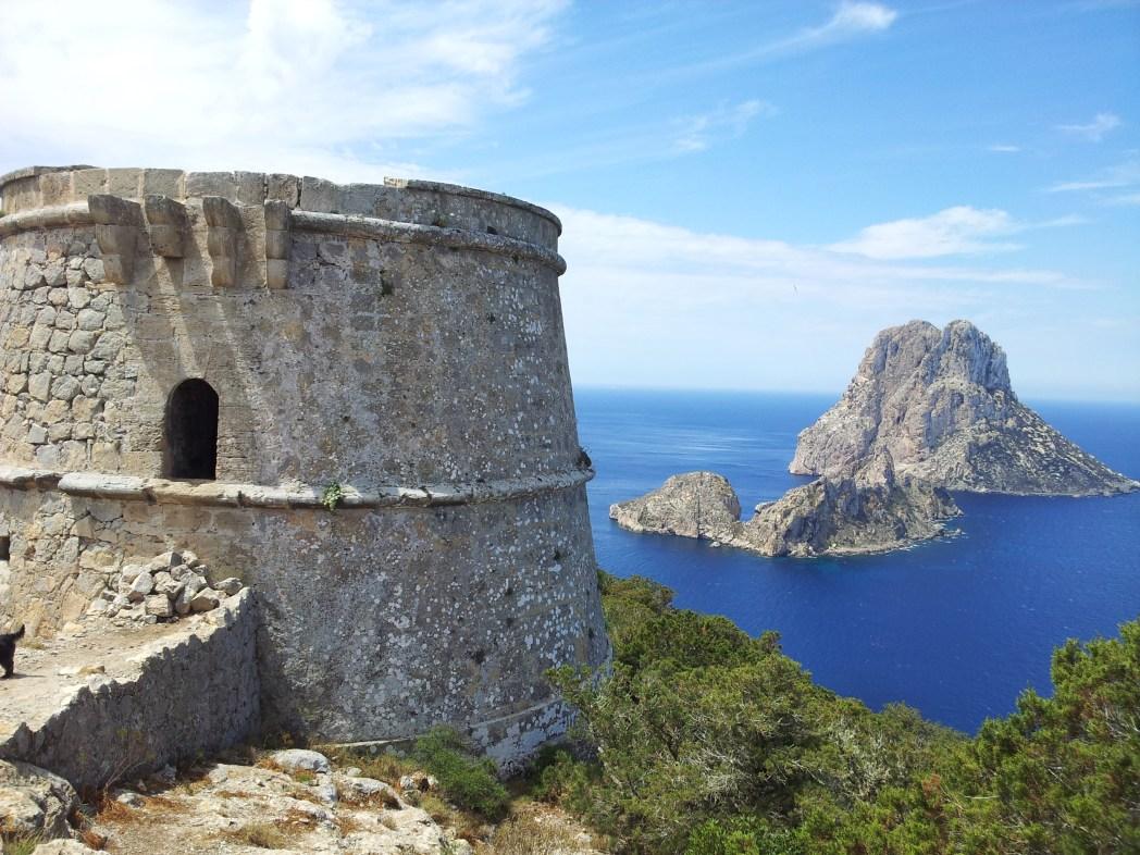 エス・ベドラ島を一望できるトーレ・デ・サビナル塔