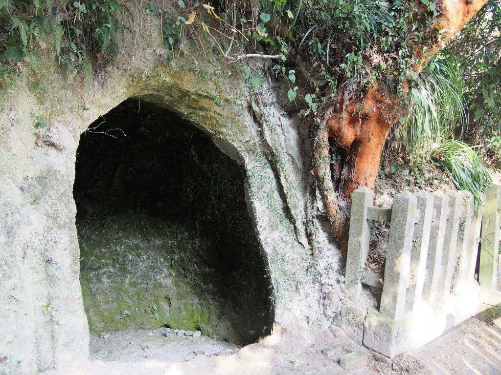 奥行きのない浅い穴