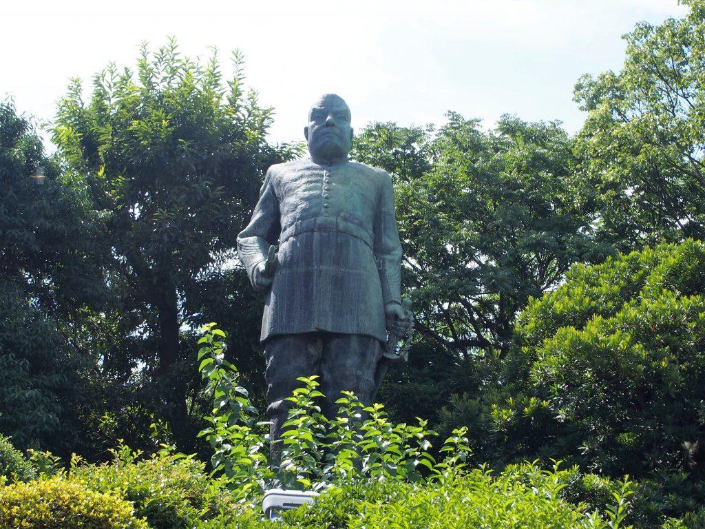 5.25メートル(5.7頭身)もある西郷隆盛像