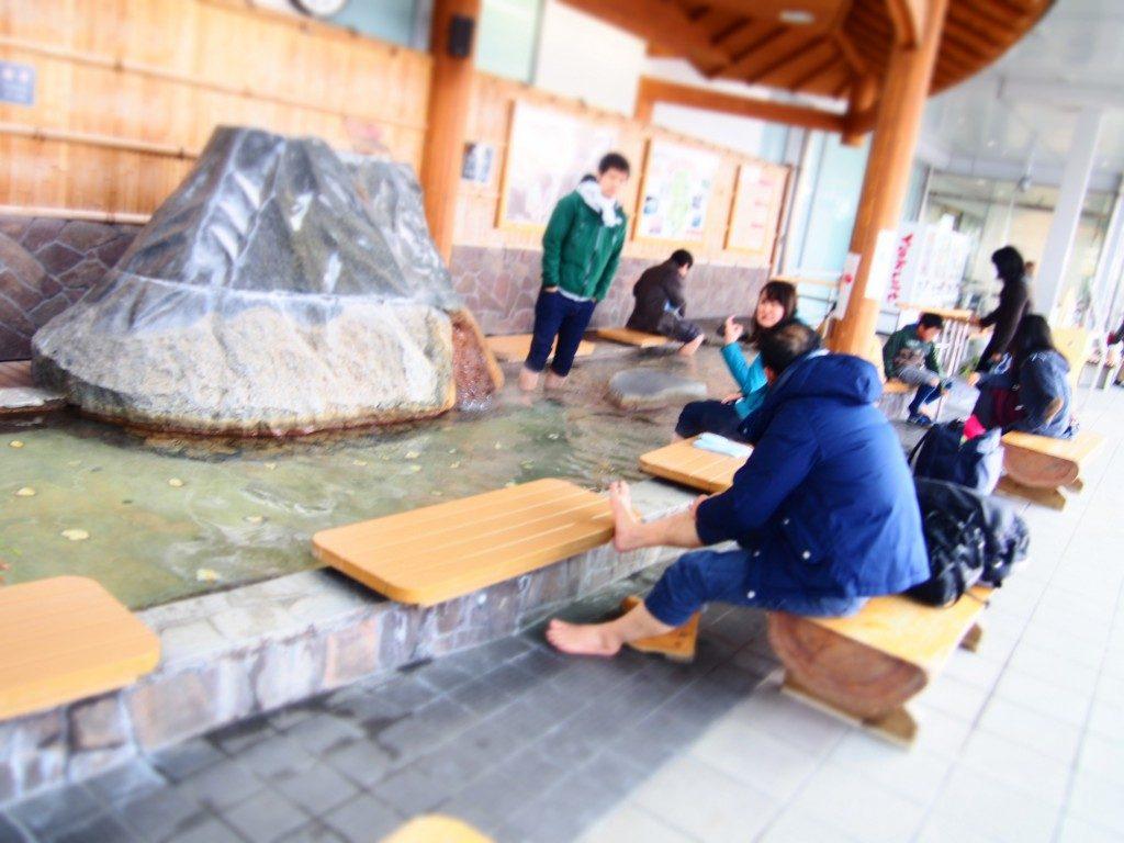天然温泉を利用した足湯と手湯