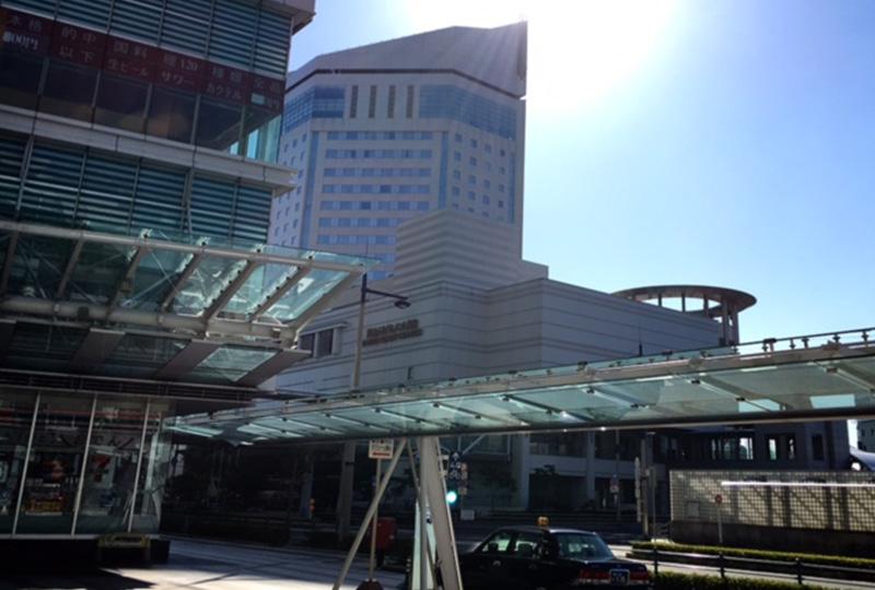 JRや琴電、空港を行き来しているリムジンバス乗り場が隣接している