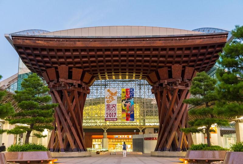 金沢の表玄関のシンボル「鼓門」