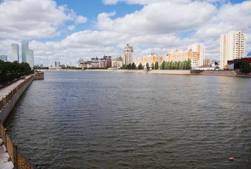 街の中心を流れている「イシム川(Ишим)」