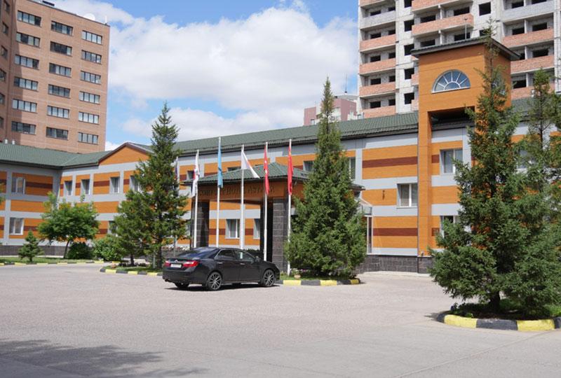 アスタナの中心、イシム川を隔てた新市街側にあるコンフォート・ホテル・アスタナ