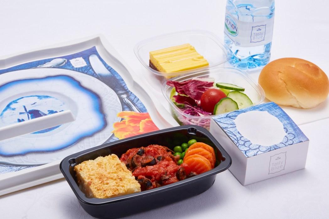 だまし絵風なKLMオランダ航空のテーブルウェア