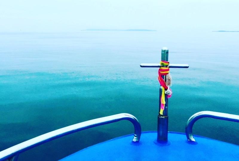 クード島へ向かう船