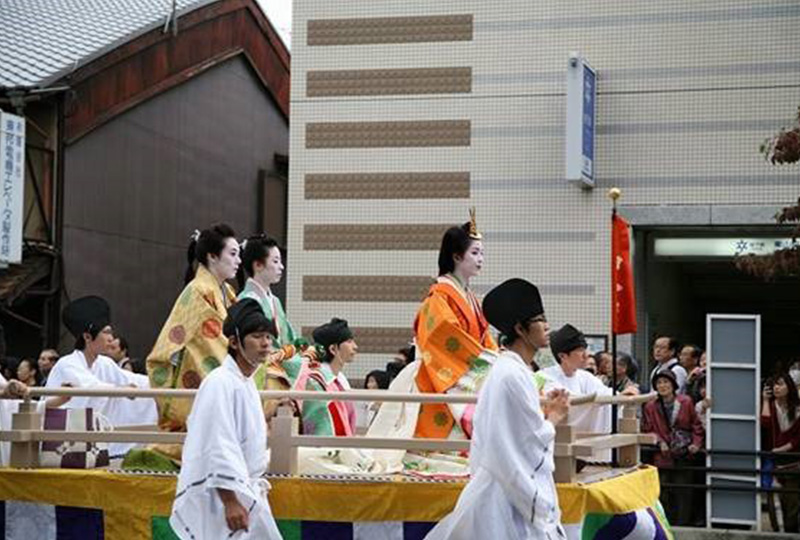 時代祭りの行列の順序は新しい時代の明治維新から順次古い時代に遡って延暦時代へ