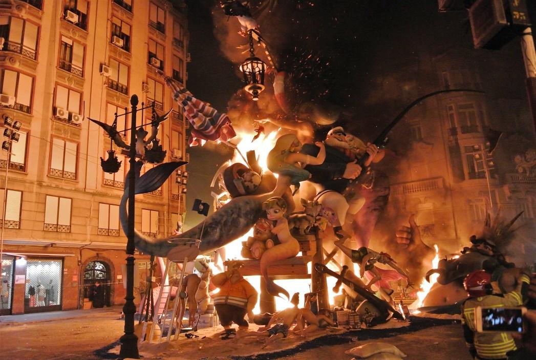 バレンシアで毎年3月に開かれる火祭り