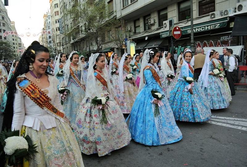 18世紀の宮廷衣装を模したバレンシアの民族衣装
