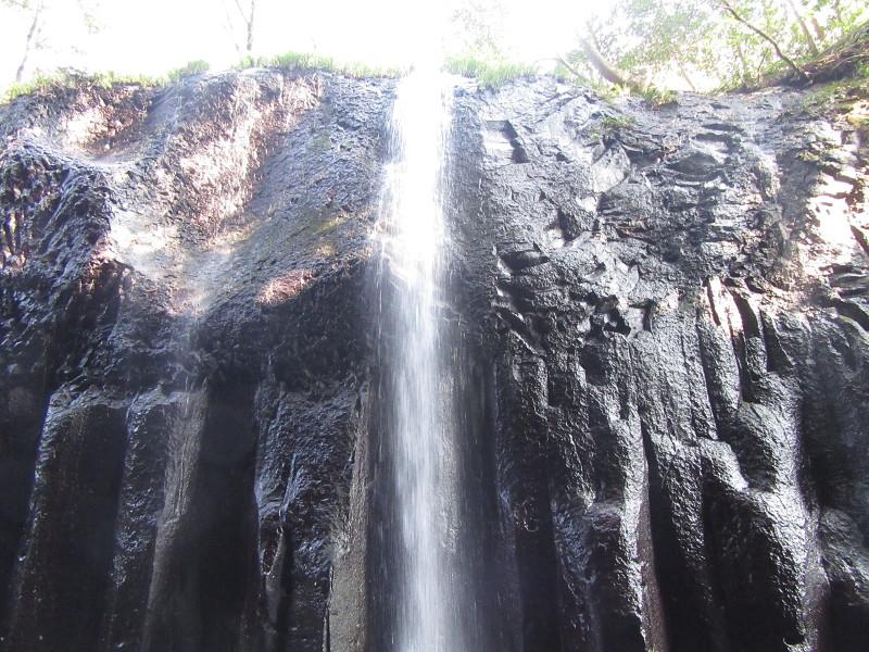大迫力の滝の音と水しぶき