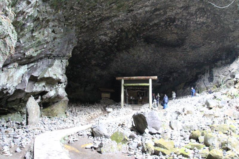 あちらこちらに積み上がった石があり、神秘的な光景に