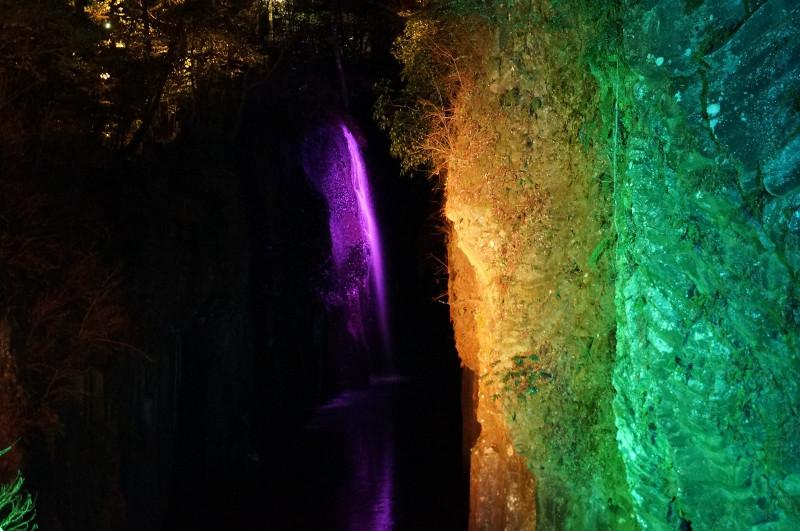 ライトアップされた夜の高千穂峡