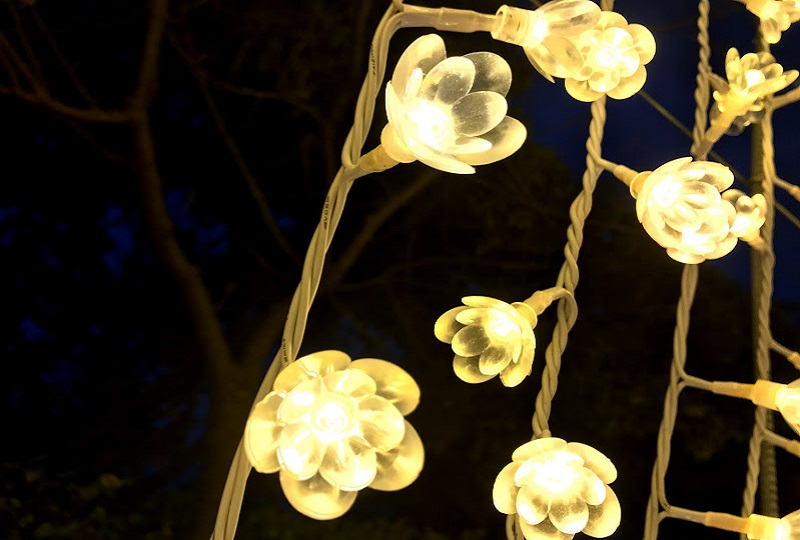 花の形をしたLED電球