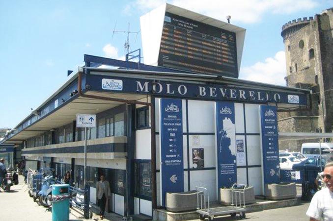 ベヴェレッロ港のチケットセンター