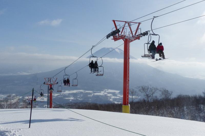 スキー場から望む羊蹄山