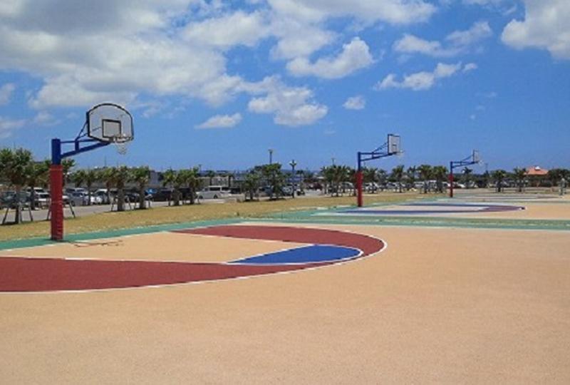 ビーチバレーコートにビーチサッカーコート、バスケットボールコートなどの設備が充実