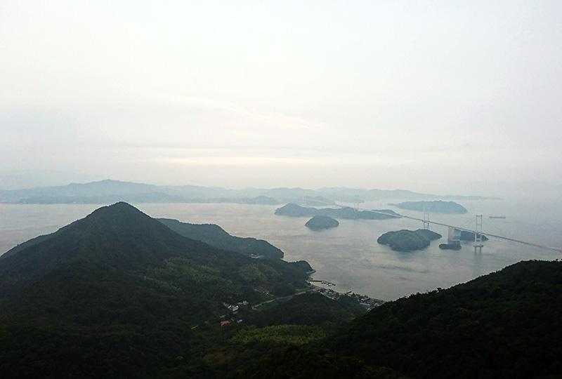 大島にある亀老山(きろうさん)展望台からの夕日